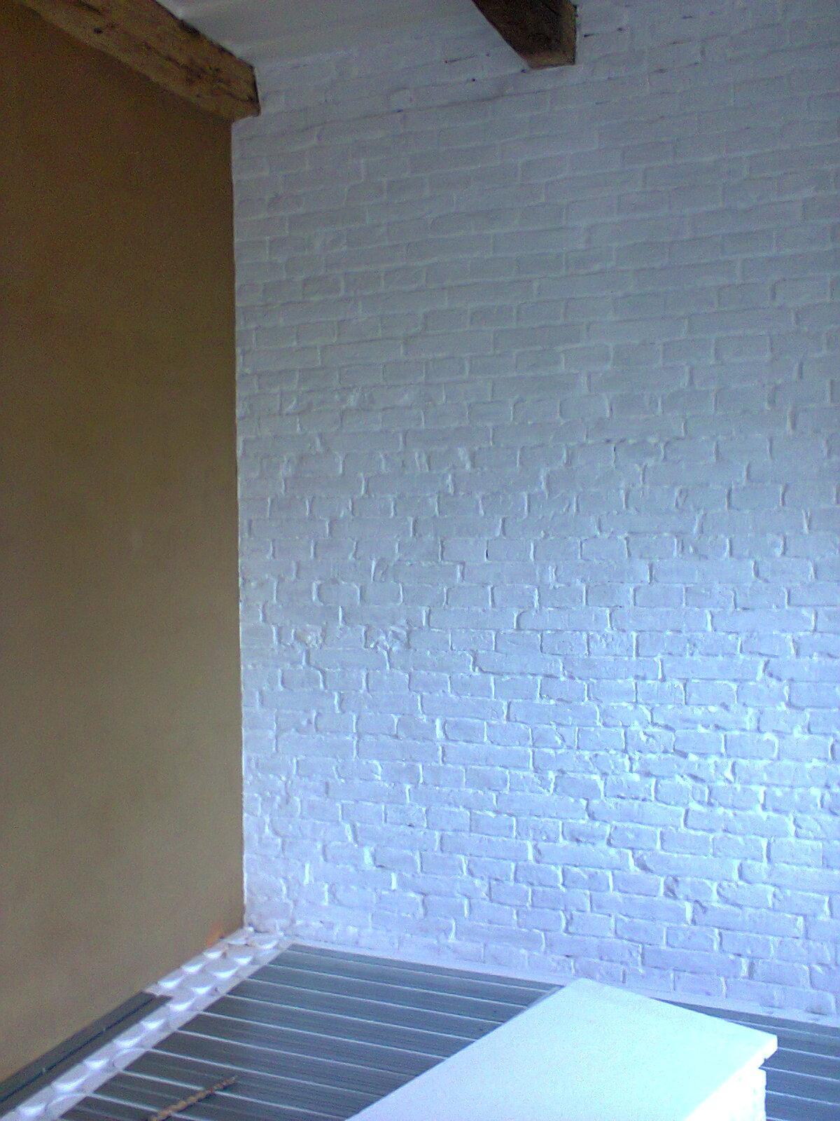 Dom na (H)rádku - november 2013, už len laminátku položiť :-) tu bude pracovný kút pozdĺž celej steny