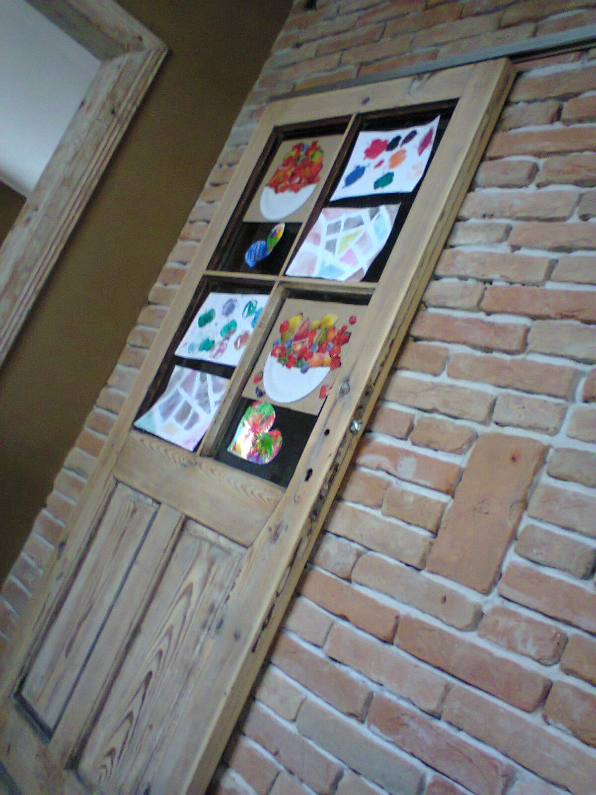 Dom na (H)rádku - 2014 dvere do kupelne konecne zavesene, sukromie zabezpecili deti svojimi vytvormi :-D