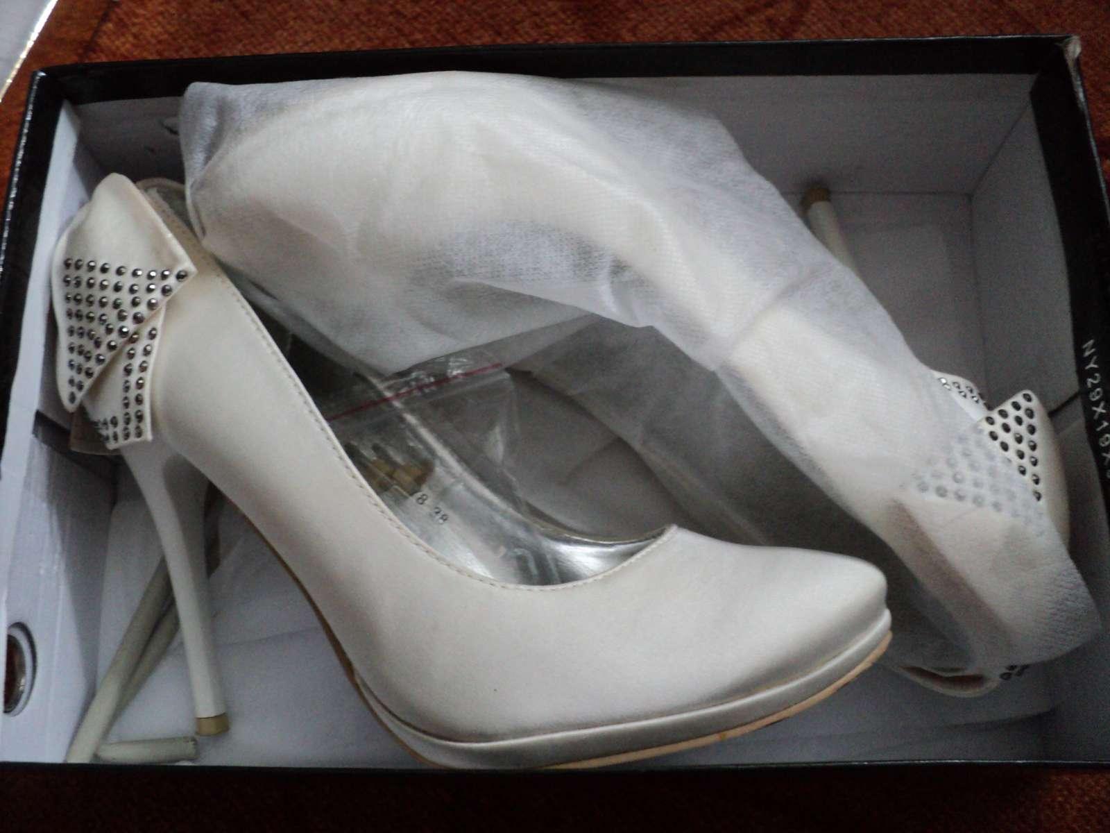 Biele topánky s mašličkou - Obrázok č. 4