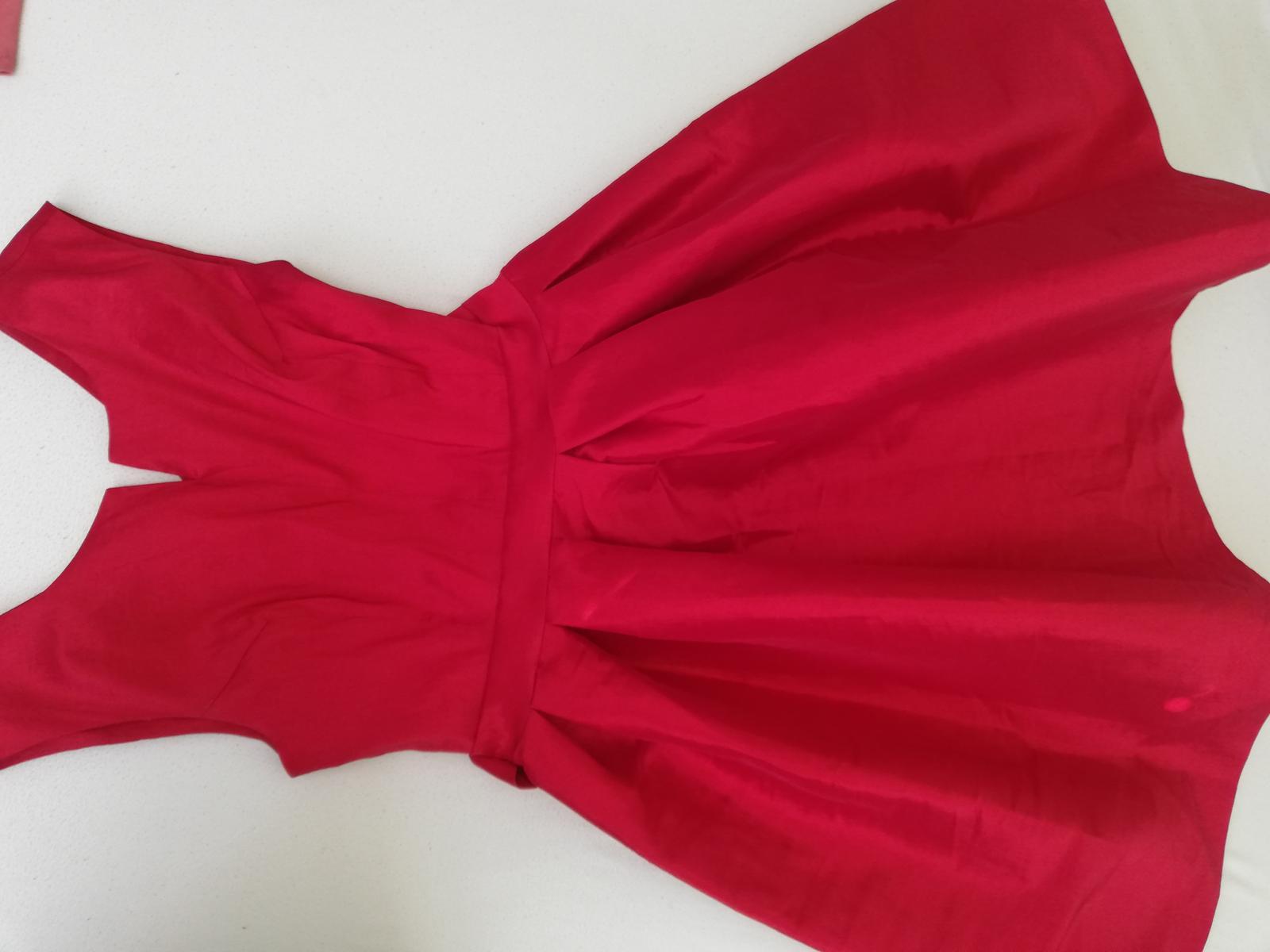 Vinovo červené šaty s A sukňou  - Obrázok č. 1