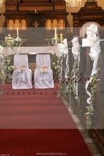 vyzdoba lavic v kostele.. tak si to nejak predstavuju :)