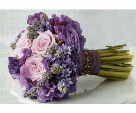 Nádherná kytička, jen bud místo růžové krémová :)