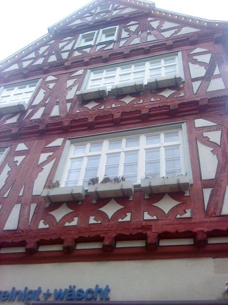 Hrázdené domy v Nemecku - dáme jedno poschodie, vysunieme dopredu, a ešte jedno a ešte jedno....