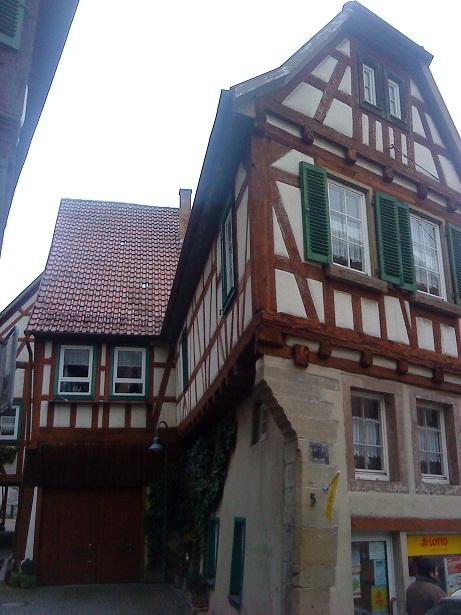 Hrázdené domy v Nemecku - majstrovský kúsok, ako na malé asymetrické miesto vopchať domček a hore sa ešte aj roztiahnuť