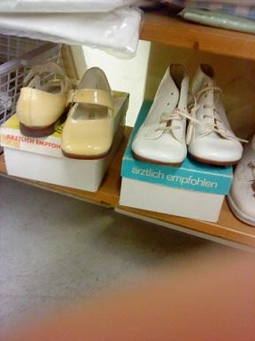 Flohmarkt - blšák, alebo burza - detské topánôčky, odporúčané vtedajšími lekármi