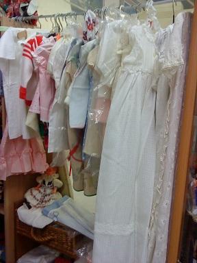 Flohmarkt - blšák, alebo burza - detské šatôčky, niektoré do krstu