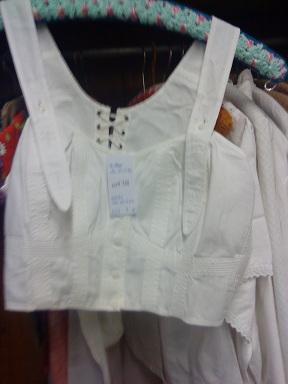 Flohmarkt - blšák, alebo burza - spodné prádlo našich babičiek