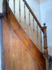...a našla som toto staré, krásne zábradlie a schodisko
