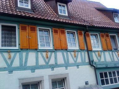 #okenice, okeničky a spol. - okenice sú nové. Oceňujem snahu neprerobiť všetko moderne, ale zachovať pôvodné dedičstvo (nie ako u nás)