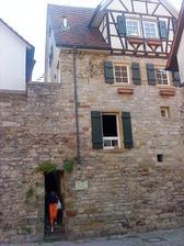 využitie mestského opevnenia - ušetrila sa jedna stena domu.