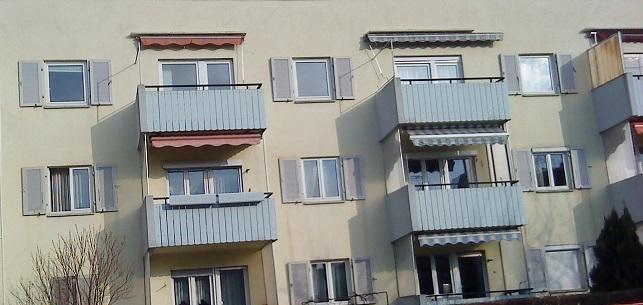 #okenice, okeničky a spol. - aha, aj činžiak môže mať na oknách okenice