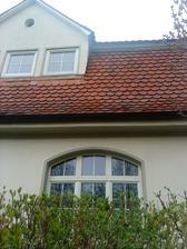 tu síce nie sú okenice, ale páčilo sa mi okno, aj bobrovka na streche