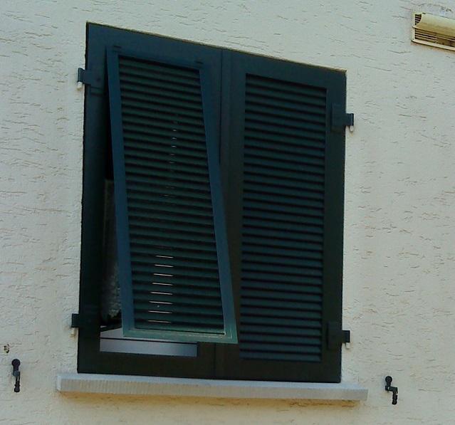 #okenice, okeničky a spol. - keď je vonku veeeeľmi horúco, tak okeničky s ventilačkou prídu vhod