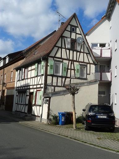 Hrázdené domy v Nemecku - aj tento uzučký domčúrik sa mi páči, že ešte žije a je s láskou udržiavaný