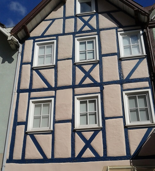 Hrázdené domy v Nemecku - modrá je dobrá, hoci aj na hredy (ozaj hredy, hrady alebo hrázdy? )