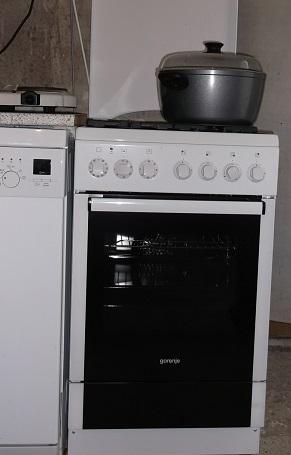 Dom v údolí - konečne som sa poriadne naštvala, že už nebudem variť na dvojplatničke! Oplatilo sa, pribudol normálny šporák ;)