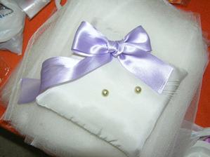 poslední podoba polštářku na prstýnky (akorát perličky budou bílé nebo tm.fialové -perleťové)