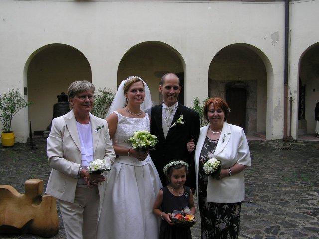Linda{{_AND_}}Sváťa Hruškovi - s maminkama a nejmenší družičkou