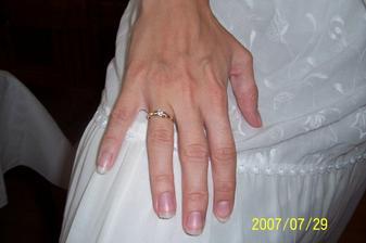 Snubný prstienok. Vraj malé očko.Ja som si ho vybrala,lebo sa mi páčil.