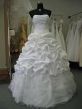 Moje svatební šaty, měla původně jiné, ale tyto vyhráli.