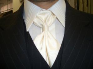 Táto kravata je proste super. Padla nám do oka obom :-)