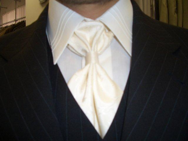 Lenka a Richard - naše prípravy - Táto kravata je proste super. Padla nám do oka obom :-)