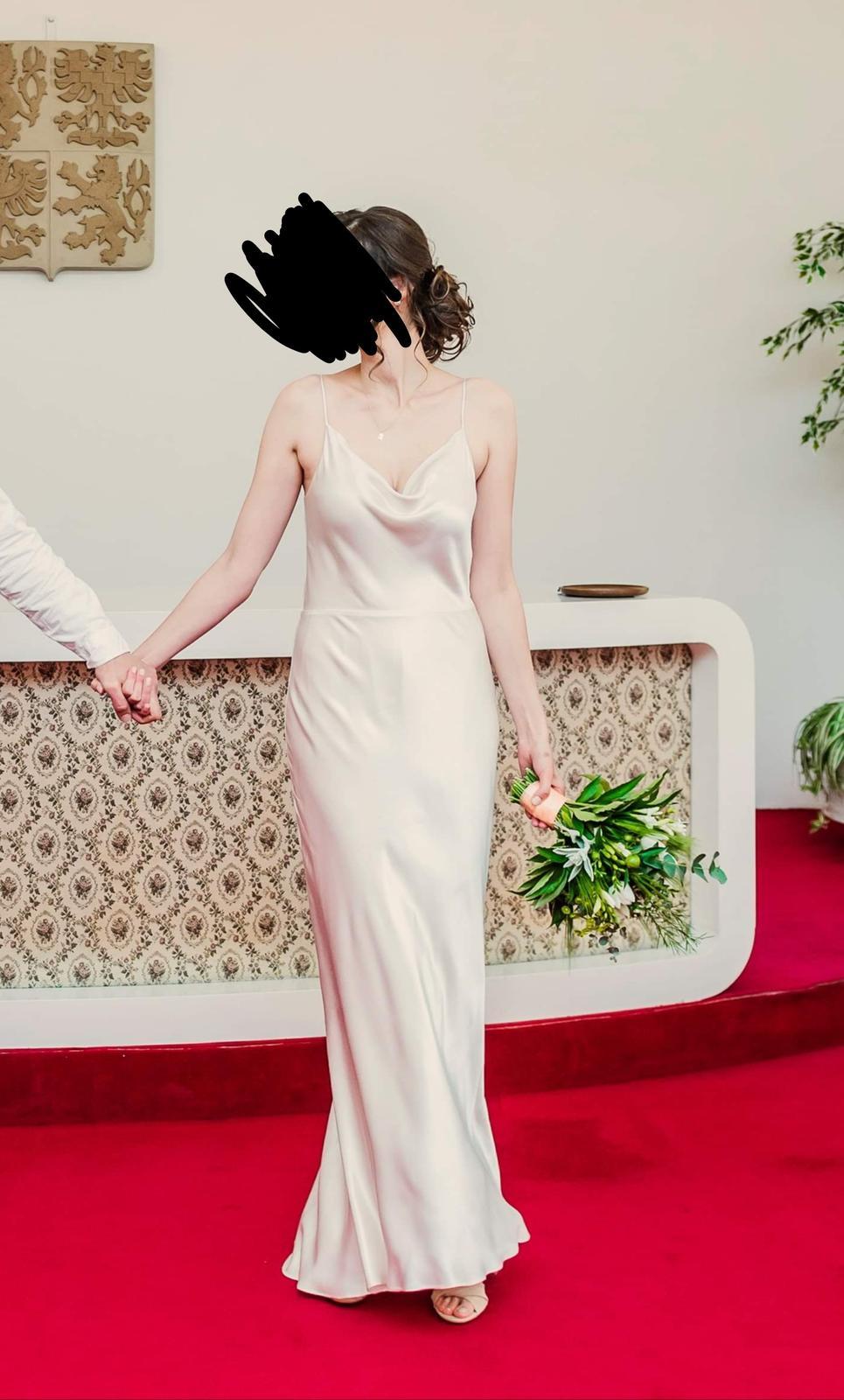 jednoduché saténove šaty - Obrázok č. 1