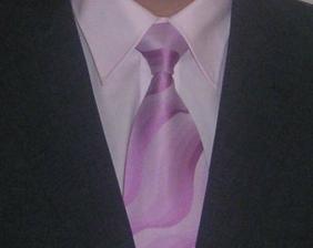 košile a kravata pro ženicha, naštěstí netrpí předsudky vůči růžové