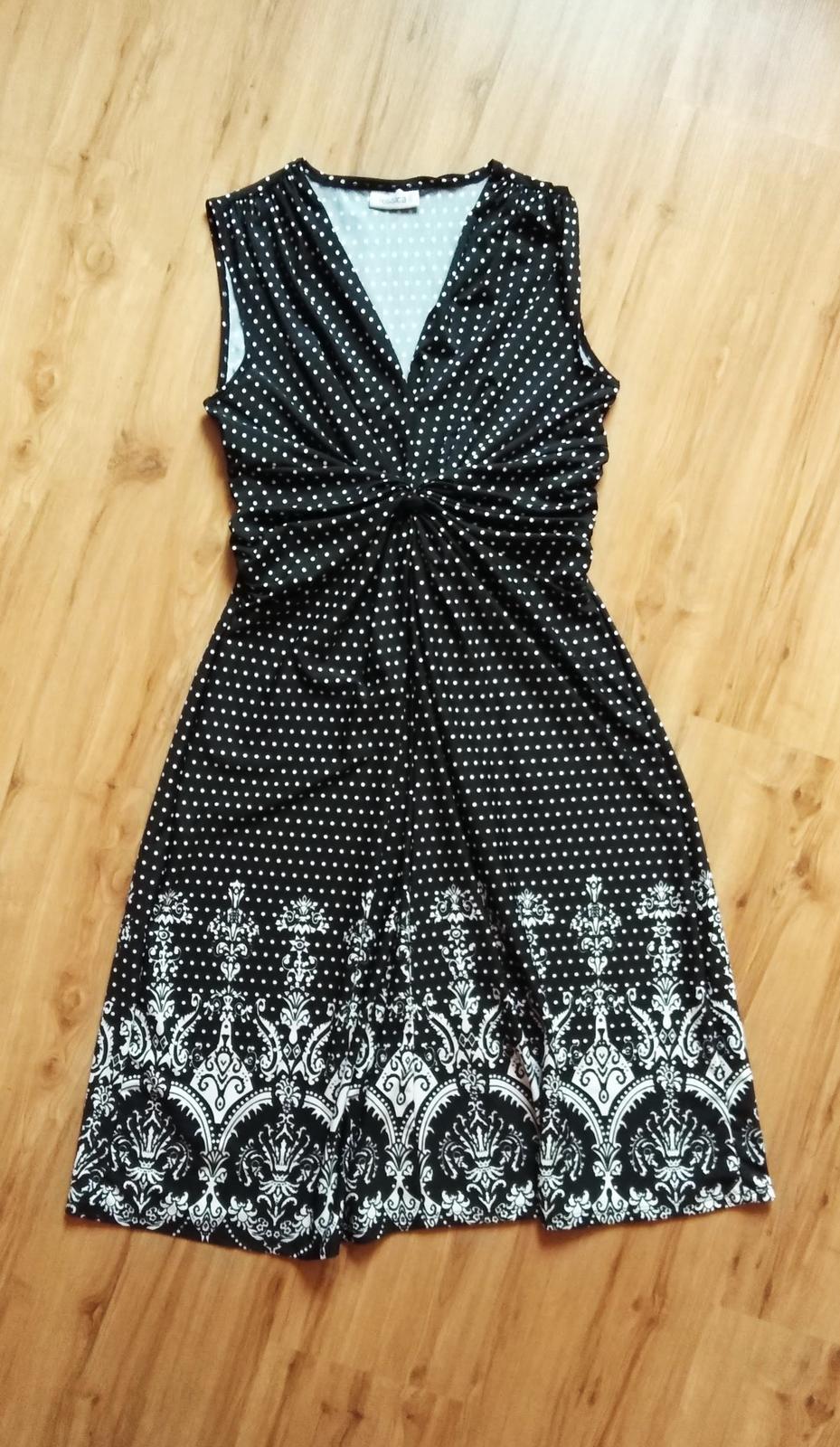 bodkované šaty s potlačou - Obrázok č. 1
