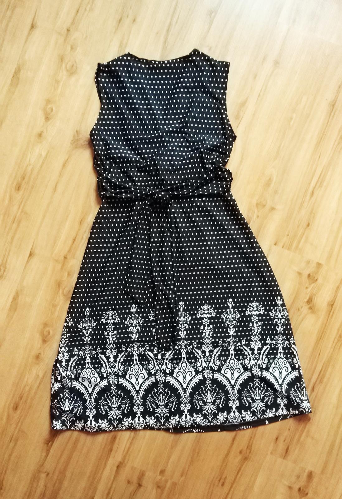bodkované šaty s potlačou - Obrázok č. 2