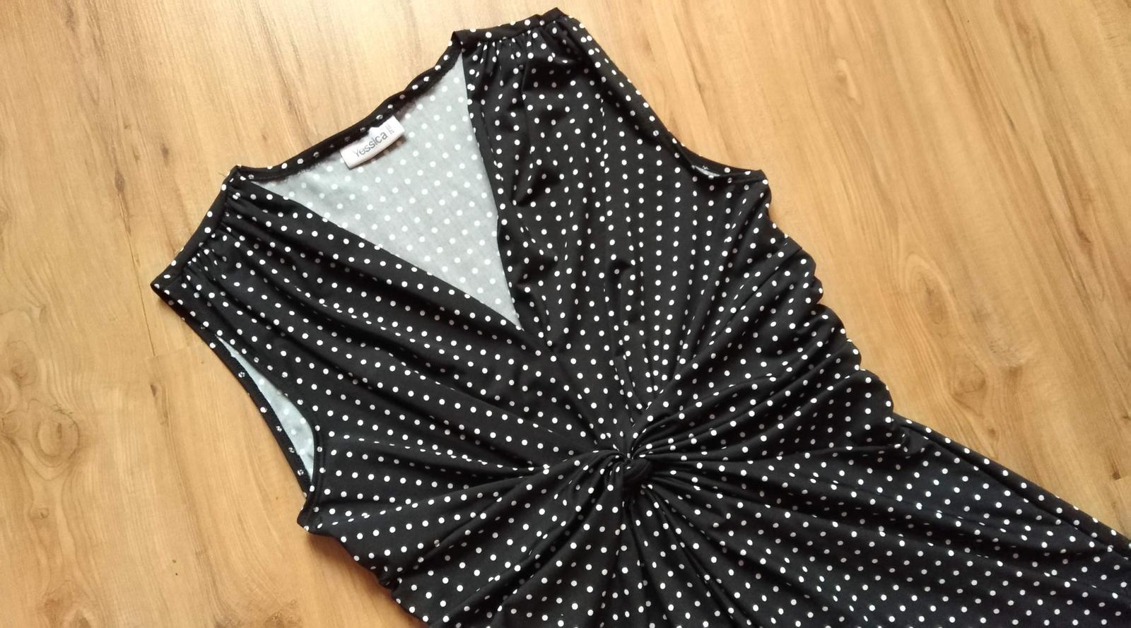 bodkované šaty s potlačou - Obrázok č. 3