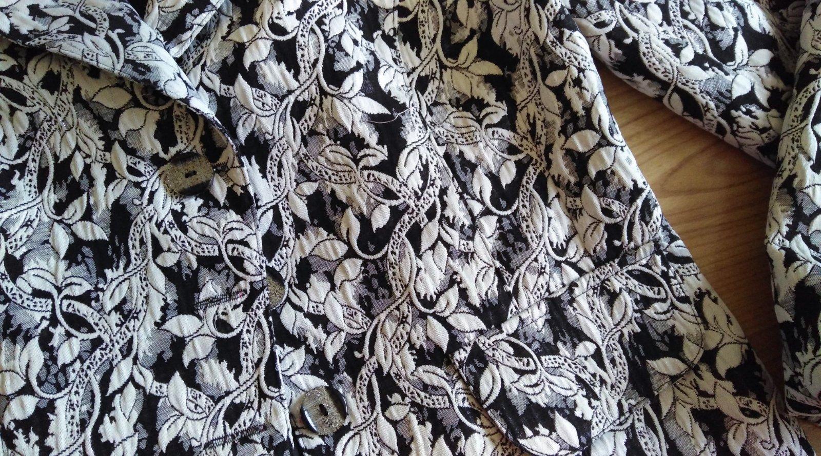 čiernobiele kvetinové sako - Obrázok č. 2