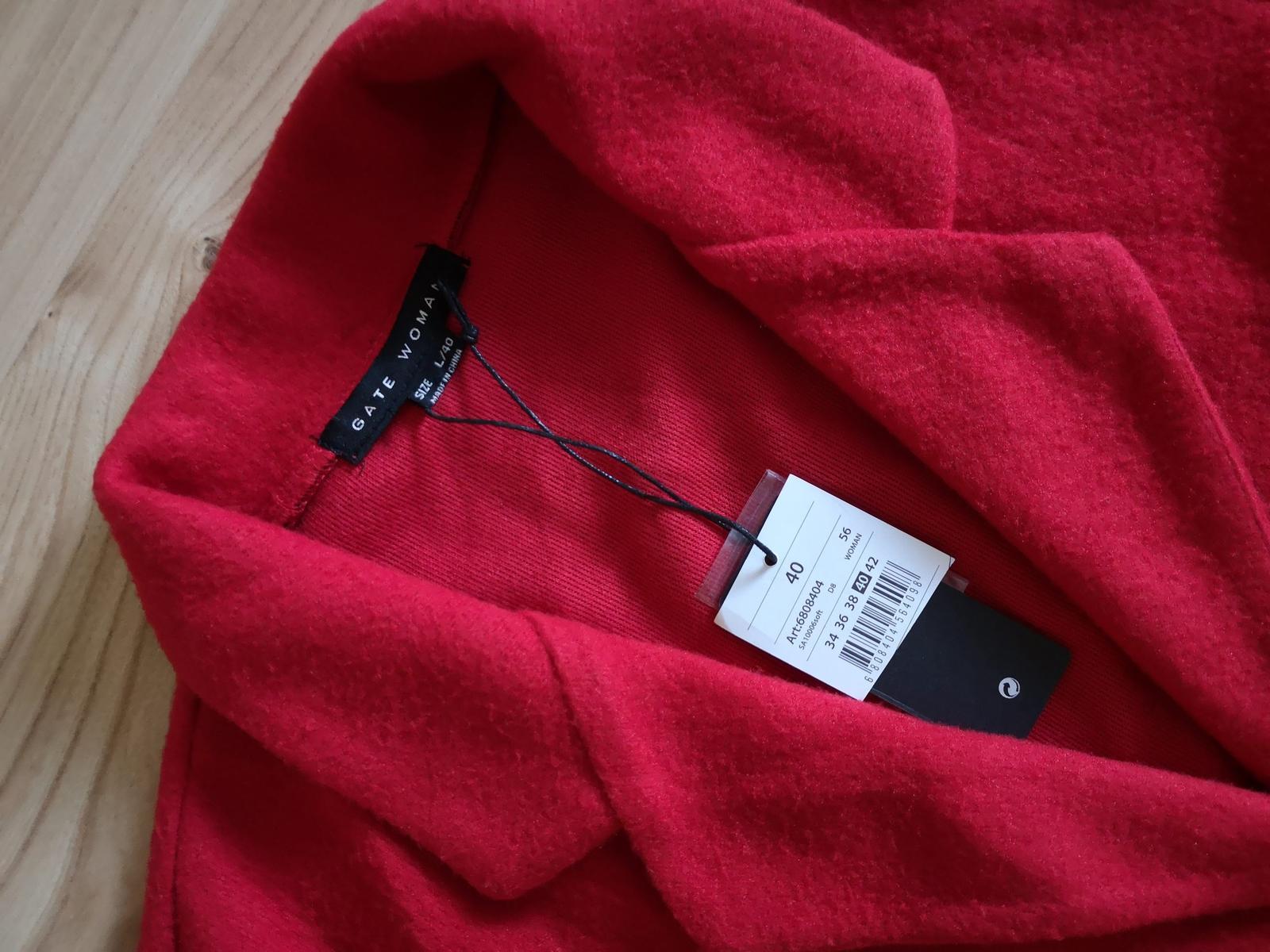 Červený kabátik s opaskom - Obrázok č. 2
