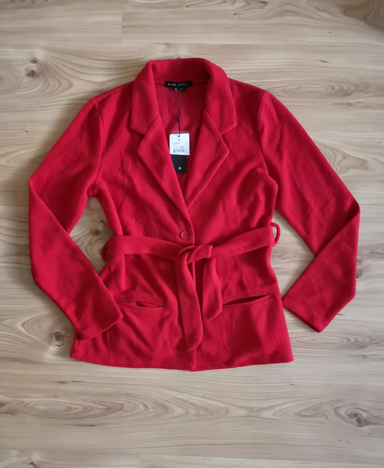 Červený kabátik s opaskom - Obrázok č. 3