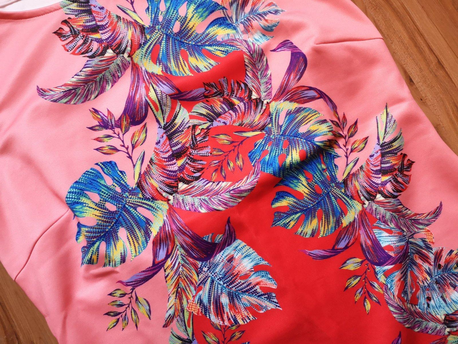 pestrofarebné puzdrové šaty - Obrázok č. 3
