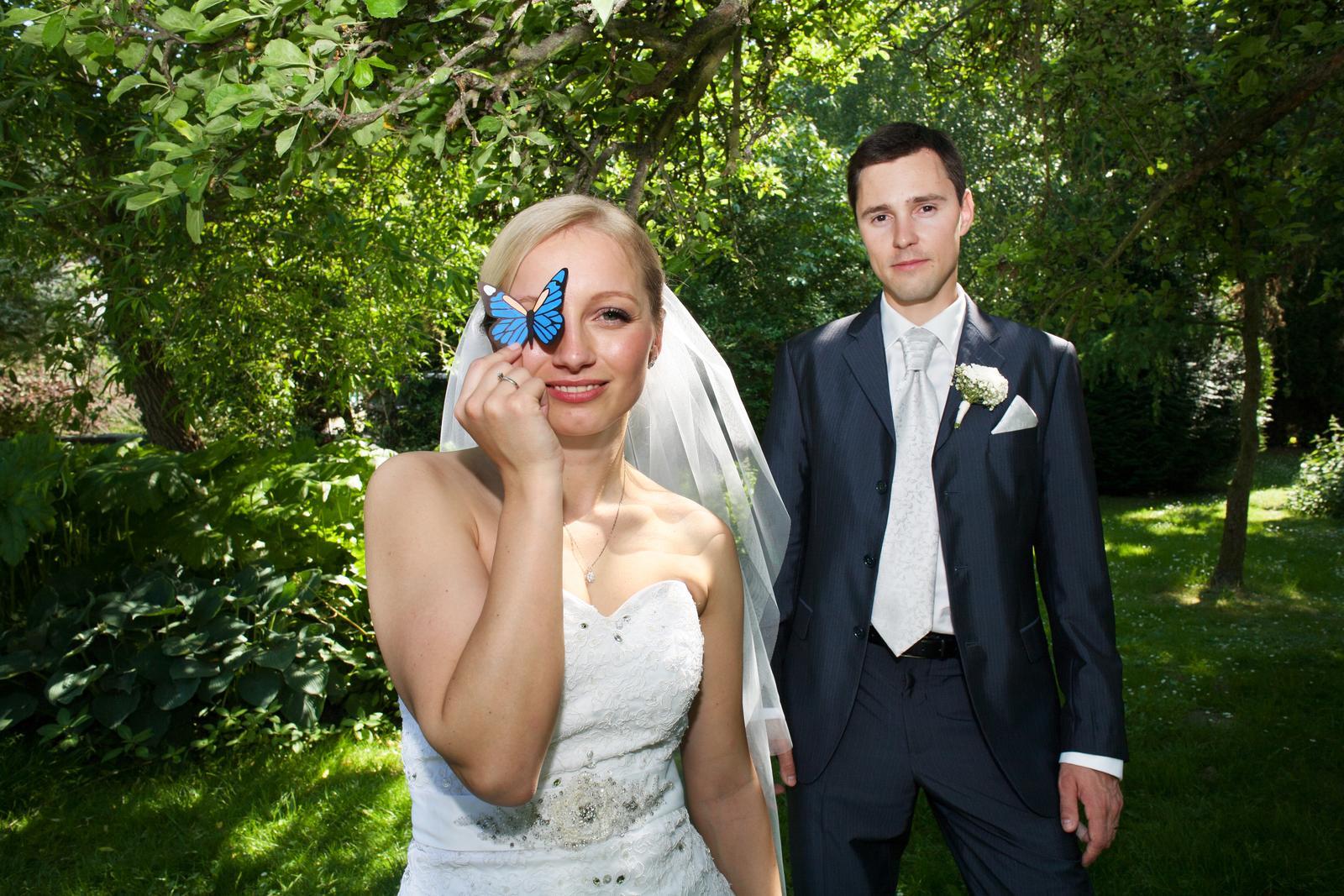 huwik - Občas vyrábím rekvizity speciálně pro danou svatbu. Zde jeden takový příklad, jak moje rekvizity vypadají a jak je pro fotky používám.