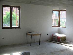 obývačka pohľad na rohové a dvojdielne okno rohové je na severnej strane