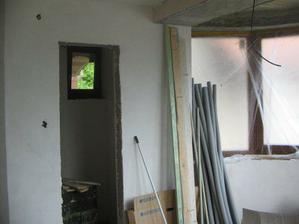 malý pohľad do špajze a jedálenské okno