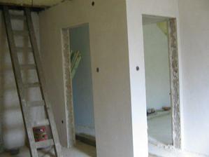 pohľad z kúta izby vchodové dvere do jednej i druhej detskej izby ale nakoľko sa mne zdali byť maličké tak sme z toho urobili jednu veľkú izbu ...ale ked by bolo potrebné dve nieje problém dobudovať medzi nimi priečku