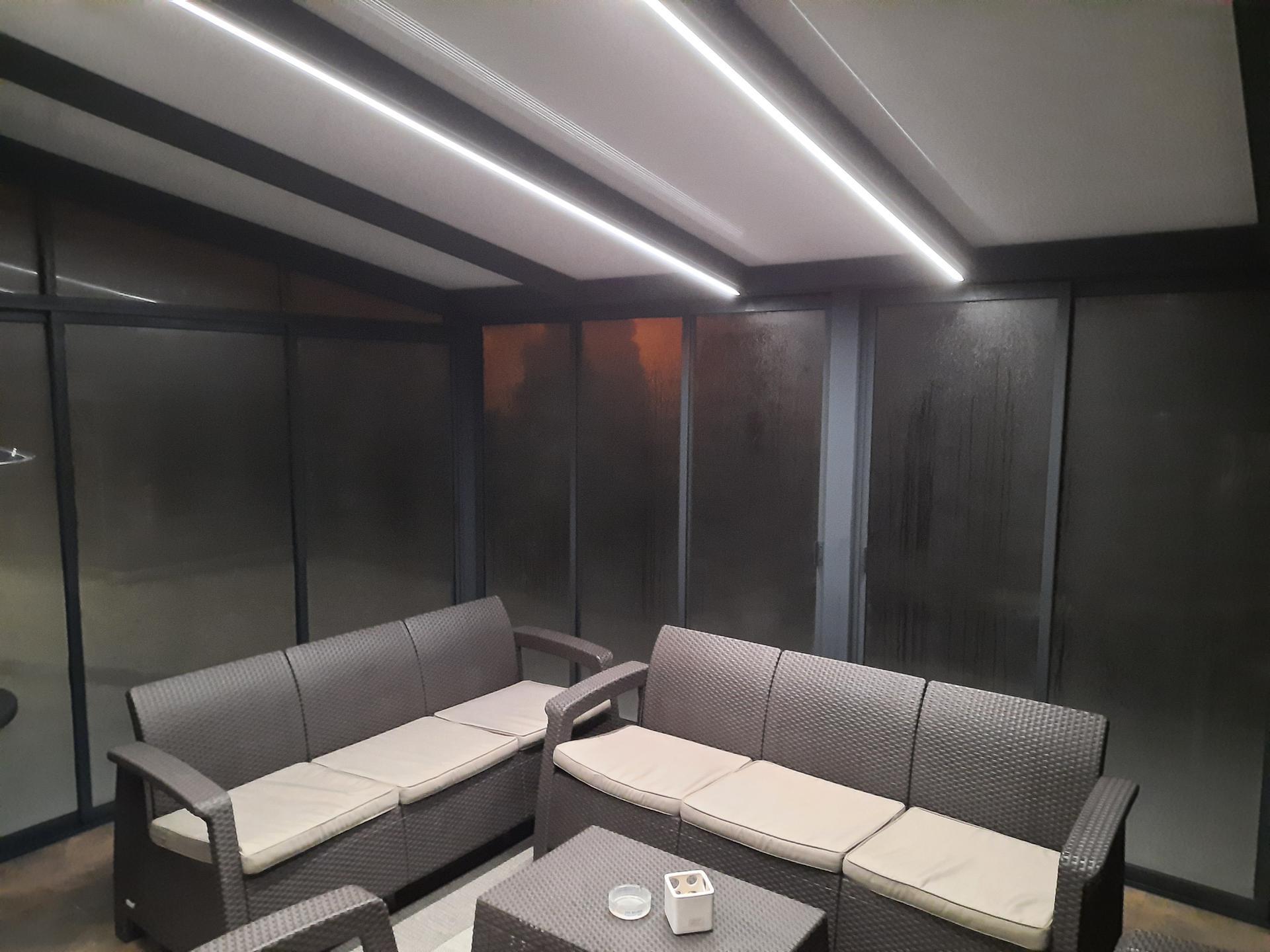 Moderný dizajn vašej terasy vyžaduje aj štýlové Led osvetlenie... V tomto prípade aj s regulovateľným stmievaním oboch Led pásov. - Obrázok č. 1
