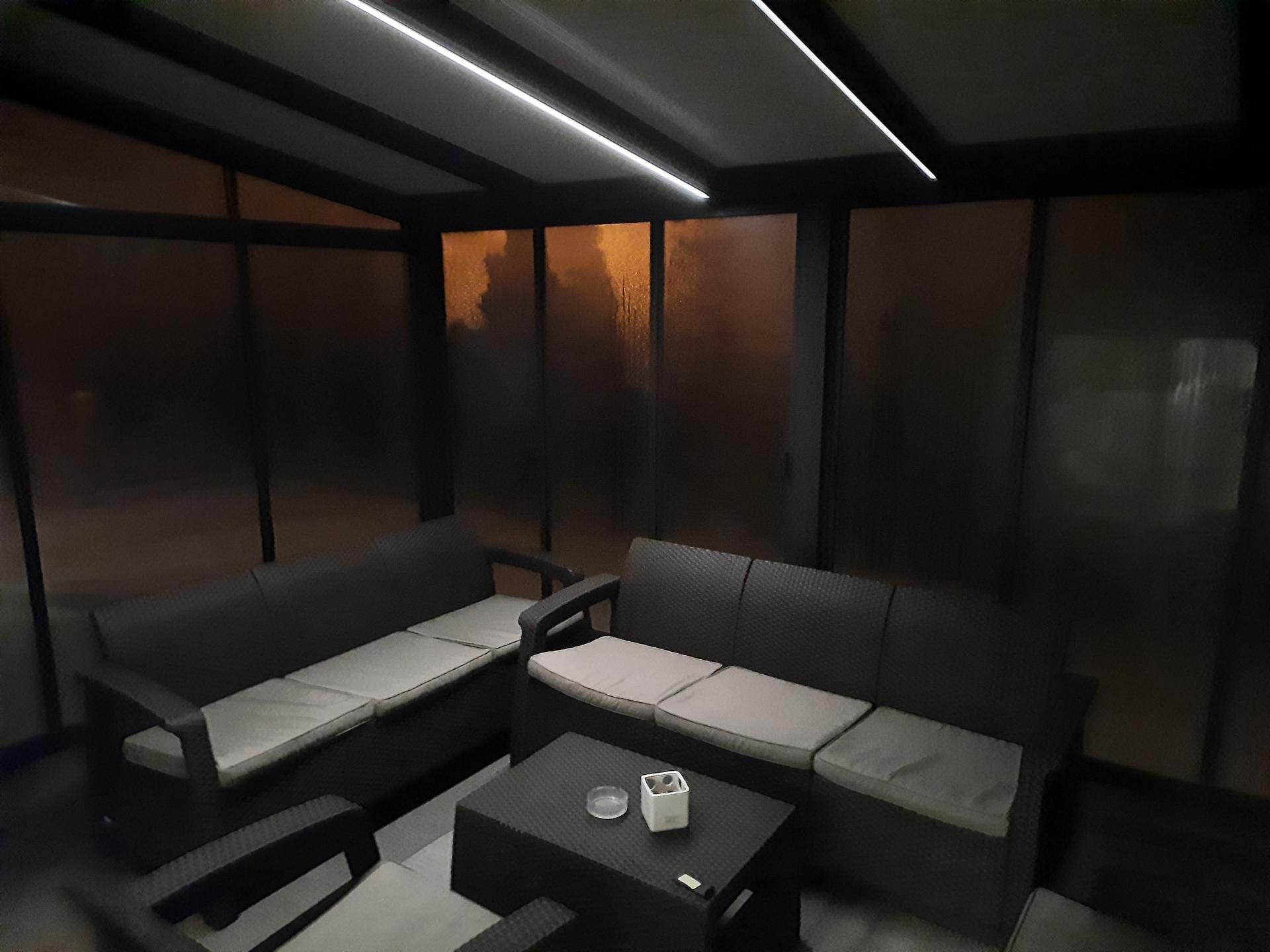 Moderný dizajn vašej terasy vyžaduje aj štýlové Led osvetlenie... V tomto prípade aj s regulovateľným stmievaním oboch Led pásov. - Obrázok č. 2