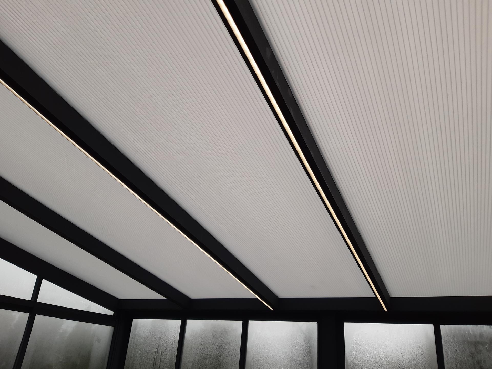 Moderný dizajn vašej terasy vyžaduje aj štýlové Led osvetlenie... V tomto prípade aj s regulovateľným stmievaním oboch Led pásov. - Obrázok č. 3