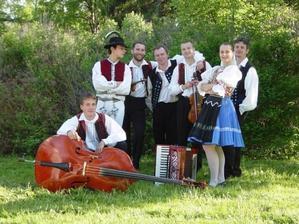 Hrať nám bude Ľudová hudba FS Zemplín, z čoho sa veľmi teším, bol to môj sen mať cimbalovku na svadbe