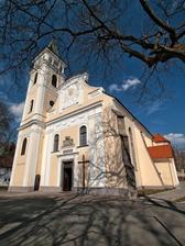 Rímskokatolícky farský kostol Narodenia Panny Márie v Michalovciach