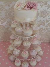 Svadobná torta niečo takéto, aby sme nemuseli po redovom tortu krájať, iba ich jednoducho rozdať