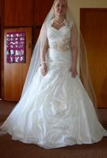 Takto nejako budem vyzerať na svadbe, len šatky treba ešte skrátiť, zúžiť a vyžehliť... a mňa poľudštiť samozrejme :D
