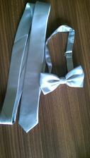 Už prišiel aj motýlik a skinny kravata pre ženícha
