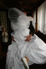 ...přenese přes práh i tu největší nevěstu