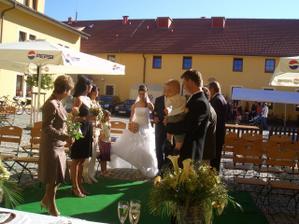 Přesně dle představ Ondrášek na obřadu s námi :-)