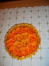 dáreček pro hosty,mýdlová růžička-bude připevněná mini kolíčkem ke jmenovce